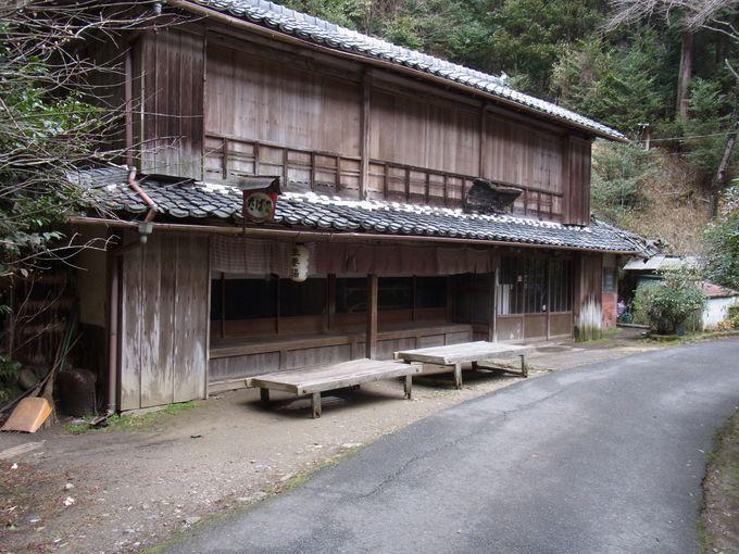 剣豪たちも休んだ峠の茶屋を経て、この旅一番の名刹・円成寺へと向かいます。