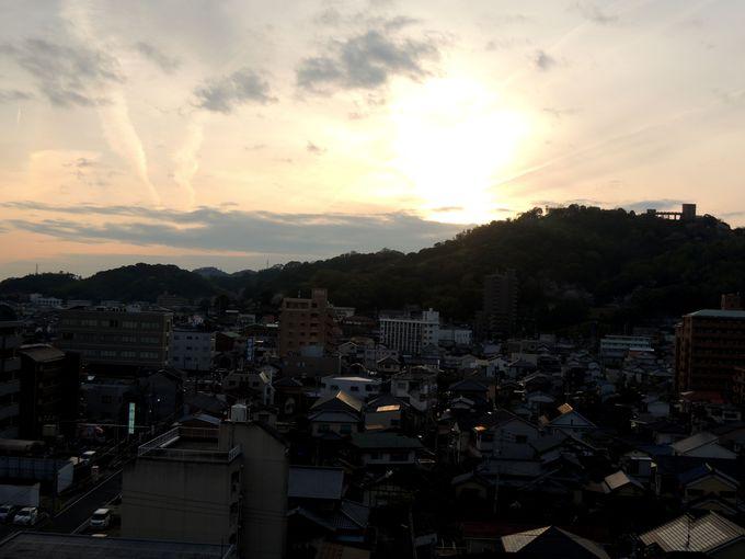 サンルート松山のトレインビュールームは松山運転所が見放題!