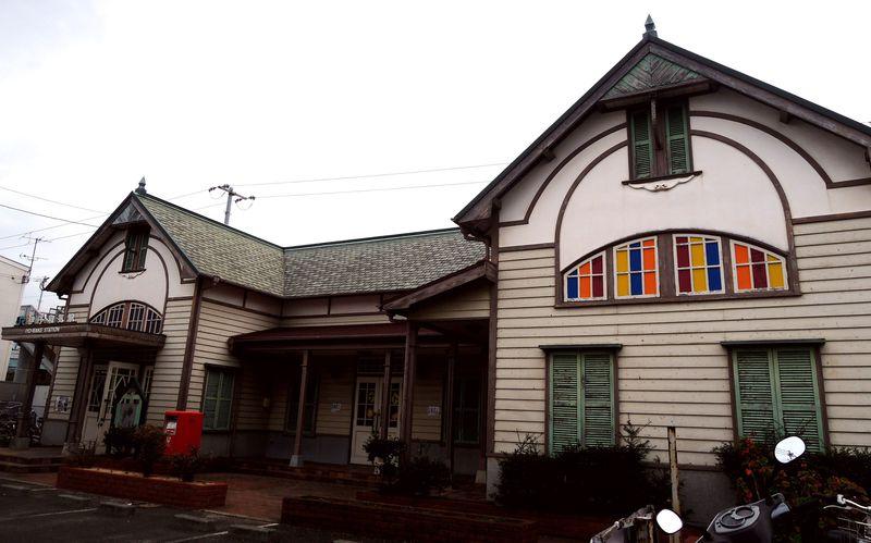 ドールハウスみたいな駅舎が可愛い!伊予和気駅