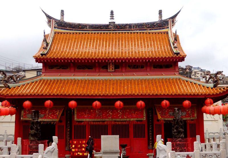 原爆にも耐えた孔子廟正殿「大成殿」