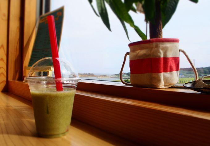 種差海岸でしか味わえない「海藻スムージー」は隣のカフェで