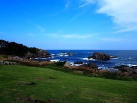 青と緑のコントラストが美しい!青森県「種差海岸」の絶景散策
