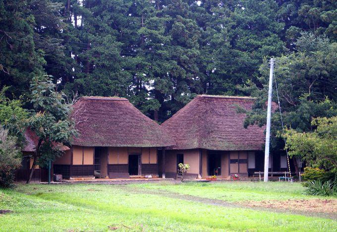 かやぶき屋根が並ぶ姿が美しい「片平丁・旧大沼家侍住宅」
