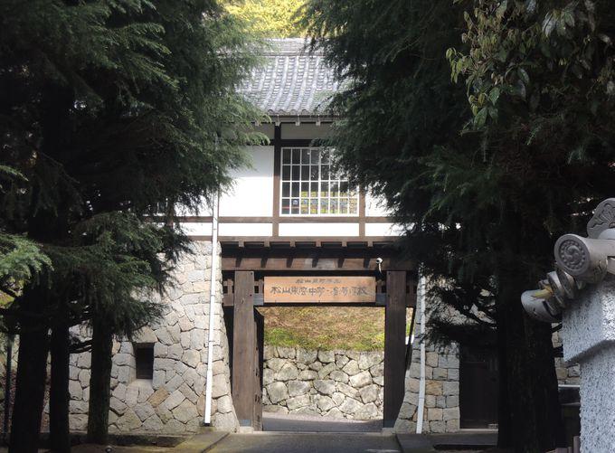 大街道から松山城ロープウェイのりばを歩く