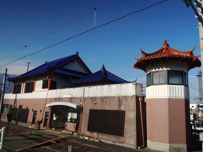 中国風の駅舎が印象的!市川大門駅からスタート