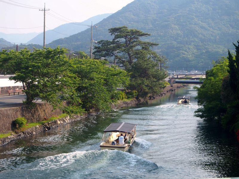 「萩八景遊覧船」で萩城下町を水さんぽ!海から眺める菊ヶ浜・指月山はレアで必見