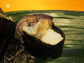 アワビが逃げたぞ〜!福岡天神「ひょうたん寿司」の活きが良すぎる軍艦に驚き