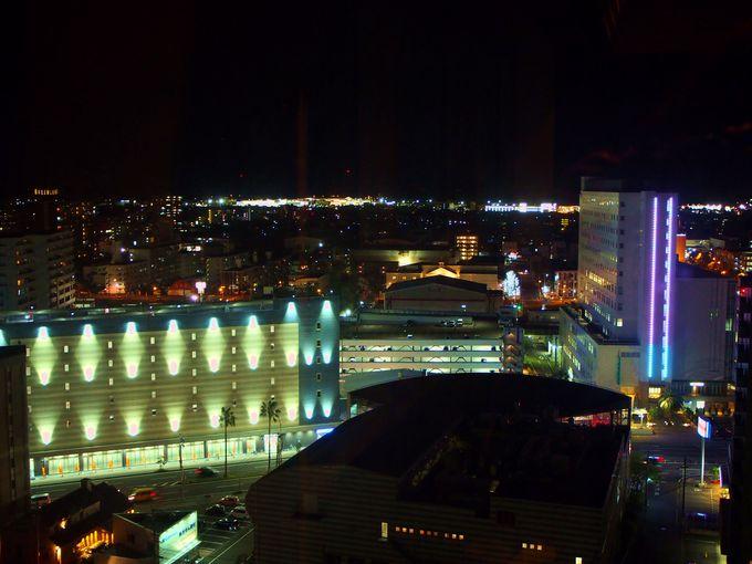 ホテル最上階のバー「Bar Especial」で宮崎の夜景を一望