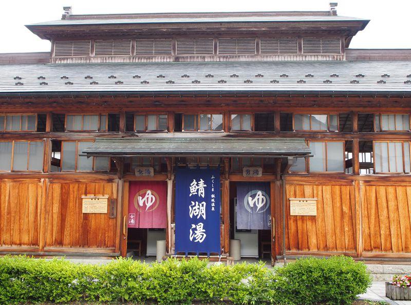 飯坂温泉の日帰り観光に信夫山も!福島「飯坂電車」でローカル線の旅