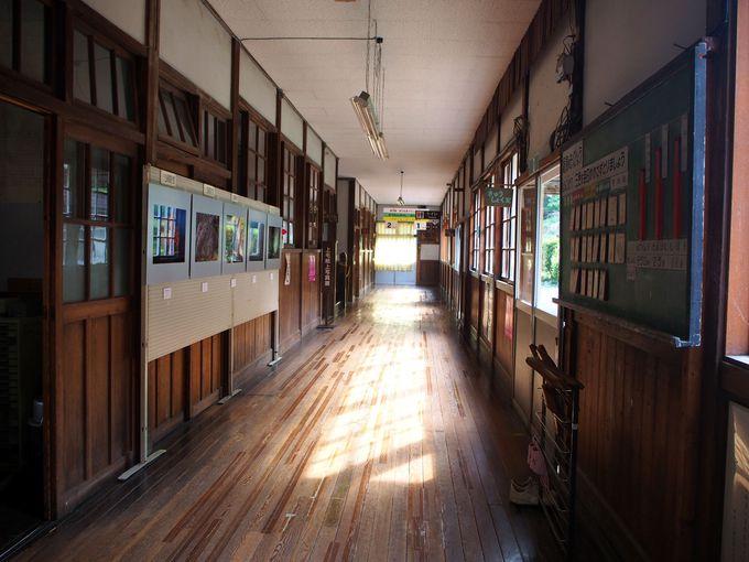 『うさぎとかめ』でお出迎え!花輪駅から旧花輪小学校記念館へ
