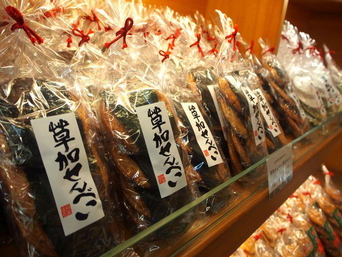100種類もの草加煎餅が並ぶショップでお買い物