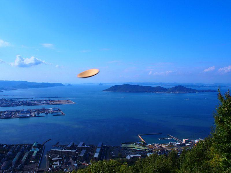 願いを込めてかわら投げ!香川高松「獅子の霊巌」で屋島の絶景を