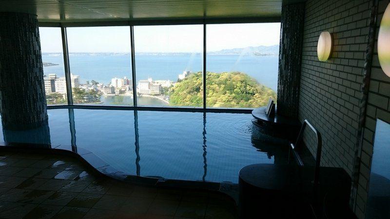 パノラマ展望風呂からの眺めは、時間を変えて楽しむべし!