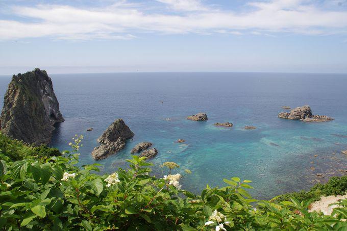真っ暗なトンネルの先に現れる感動絶景『島武意海岸』