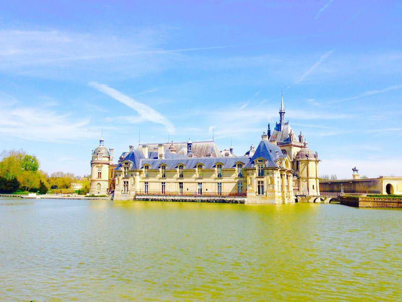 中世へタイムスリップ!パリの喧騒を離れのんびり過ごすシャンティイ城