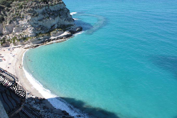 トロペアの美しい白亜のビーチと絶景の旧市街地