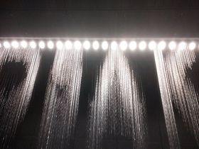 世界一美しい時計!水のアートが演出する JR大阪駅「水の時計」