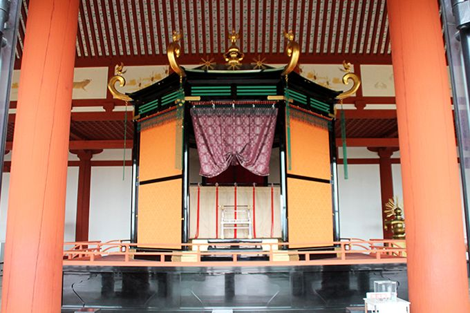 世界遺産!天空の霊獣が守る奈良平城宮跡「第一次大極殿」と天皇の座