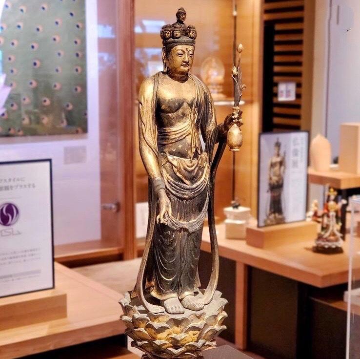 お寺公認の仏像・お土産も販売!