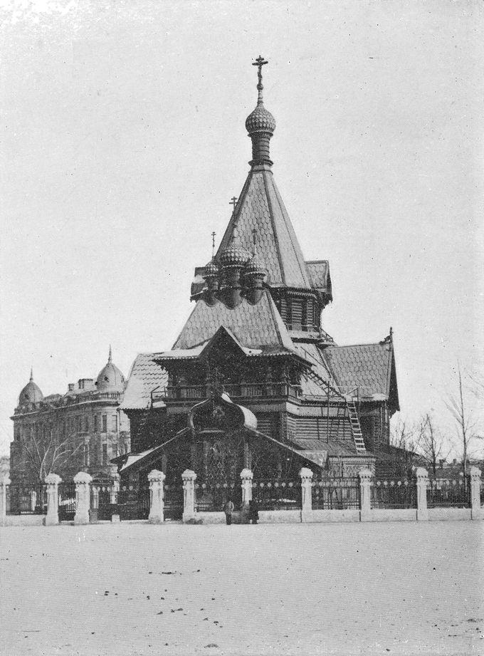 哈爾浜駅南の紅博広場(旧大広場)と旧ニコライスキー寺院跡