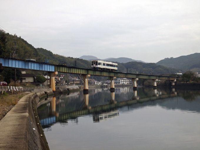 続いて、曲線を描くユニークな橋「第3江迎川橋梁」