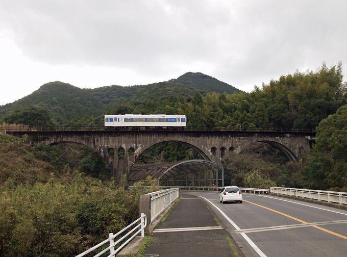 まずは「竹筋」を使用したユニークなアーチ橋「福井川橋梁」から