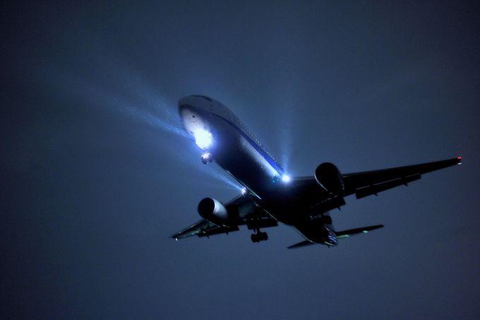 夜は飛行機ラッシュ