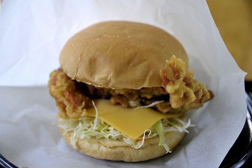 浜川漁港名物、ワタリガニのハンバーガー