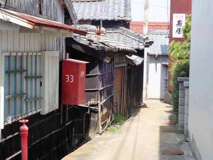 名古屋から90分とは思えない離島らしい町並み