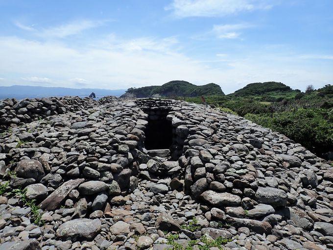 254もの積石塚が残る相島積石塚