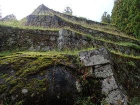 女城主の山城。六段の石垣が残る岐阜県「岩村城跡」を歩く