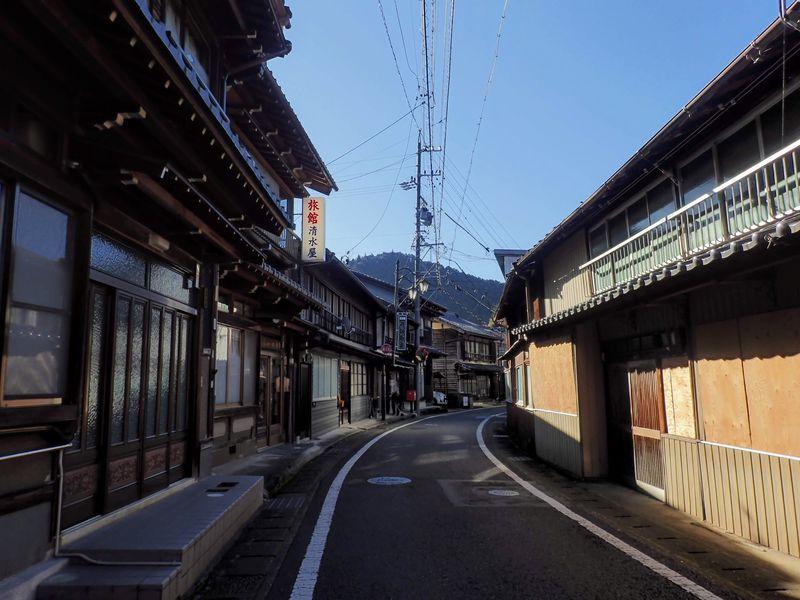 昭和レトロな路地裏迷路の町。岐阜県「飛騨金山」を探検