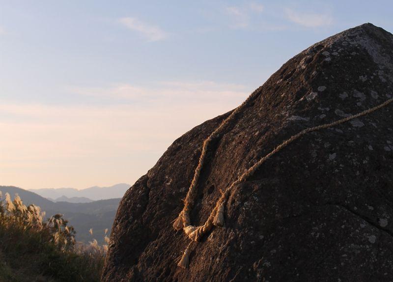 熊本県阿蘇へ冒険ドライブ、謎多きパワースポット押戸石の丘