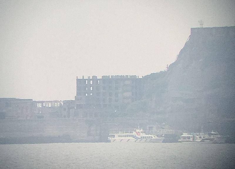 スマホのカメラでも軍艦島の廃墟写真がバッチリ撮れる