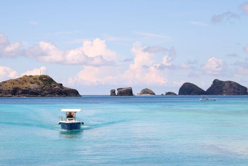 隣島「座間味島」からマンタツアーや無人島へも