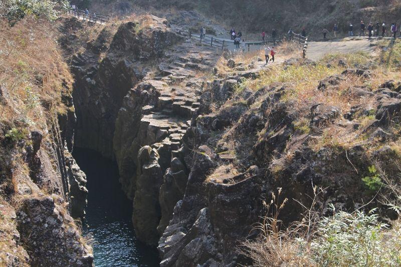 目も眩むほど深い峡谷「高千穂峡」