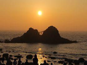 ロマンティック・サンセット。福岡県糸島「桜井二見ヶ浦」の夕陽が美しすぎる