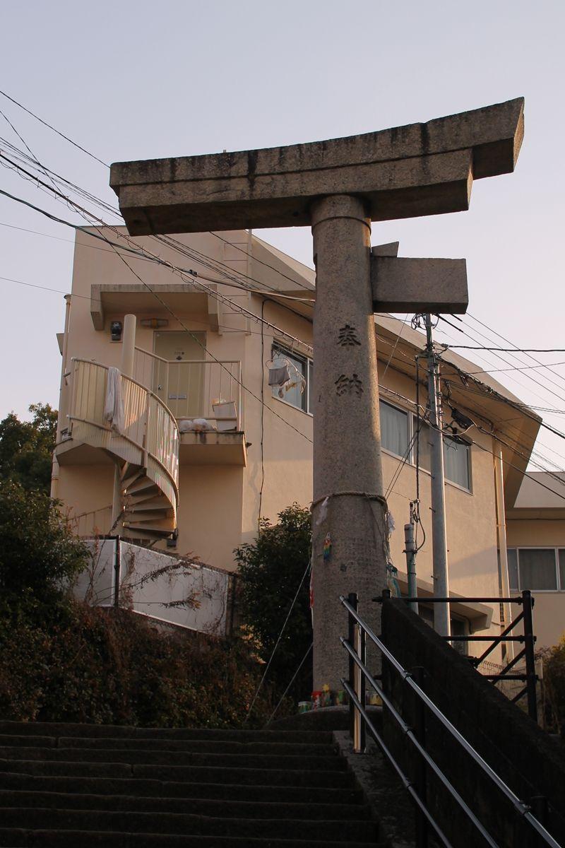 山王神社二の鳥居。通称「片足鳥居」受容のパワー