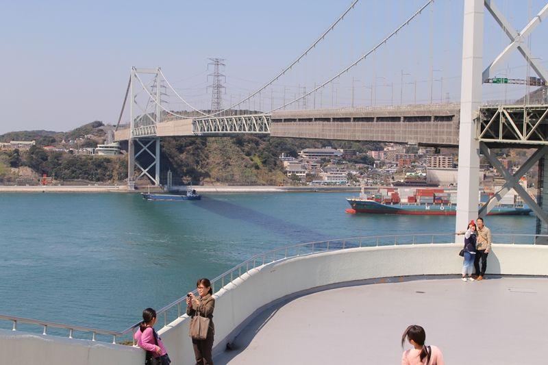 絶景ポイント1「めかりPA」海峡をまたぐ大迫力の関門橋とパチリ!