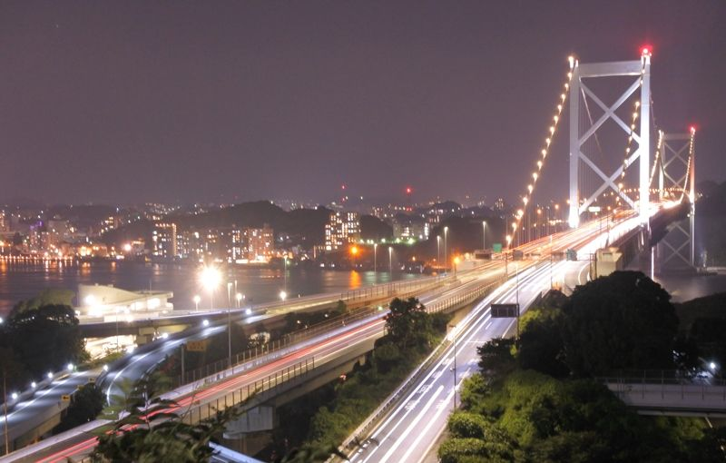 絶景ポイント2「めかり公園第二展望台」幻想的なライトアップ関門橋をパチリ!