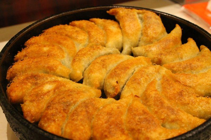 「博多祇園・鉄なべ」鉄鍋餃子は並んででも食べたい!