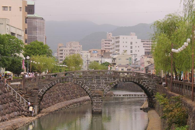 長崎市「眼鏡橋」レトロな雰囲気あふれる小路