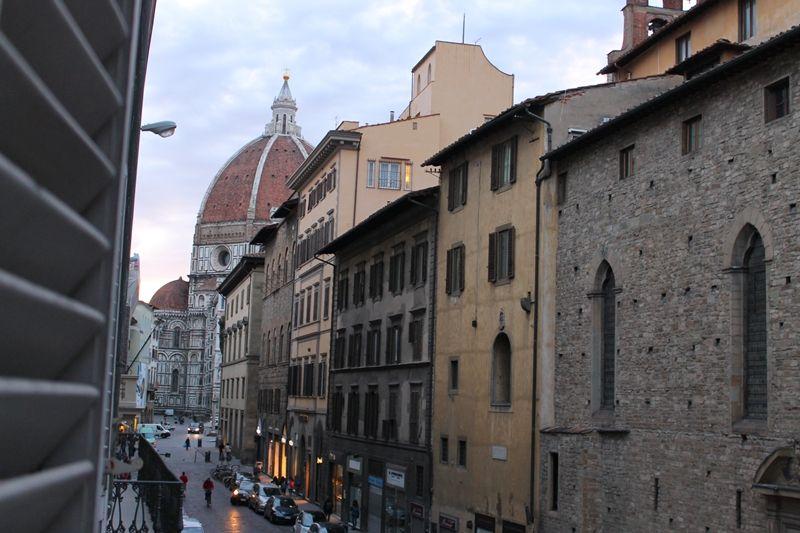 フィレンツェのシンボル・ドゥオモ広場から徒歩1分