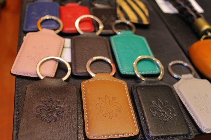 「フィレンツェの紋章入り革キーホルダー」は、男性へのお土産にも