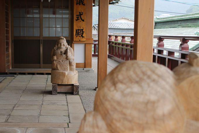 長崎・諏訪神社の拝殿は「両性合体石」を踏んで参拝を