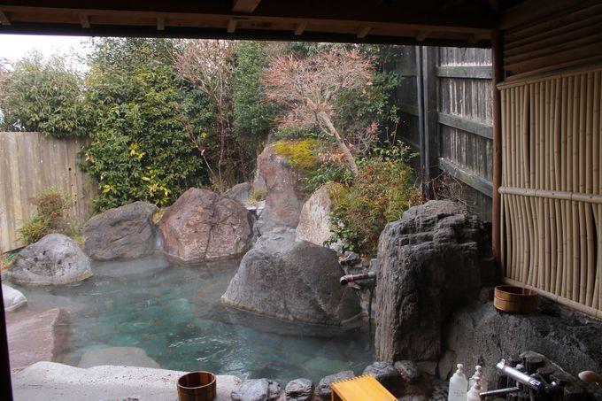 家族やカップルで貸切できる露天風呂「紅葉の湯」