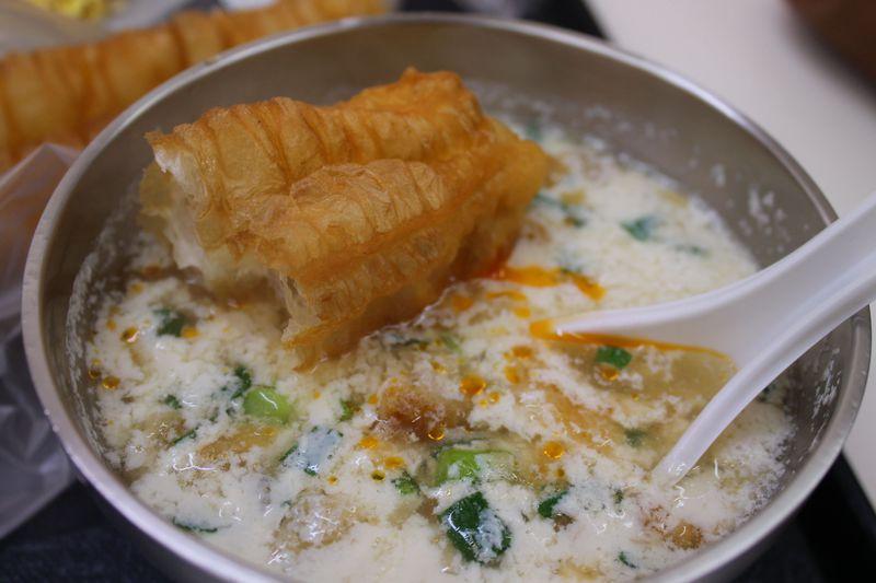 おすすめ朝ごはんメニュー、あっさり塩味豆乳スープ「鹹豆漿」