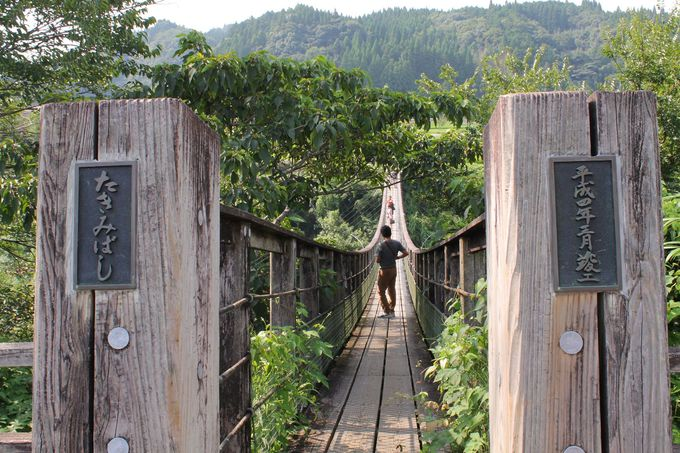 「原尻の滝」を見渡す絶景ポイント「滝見橋」