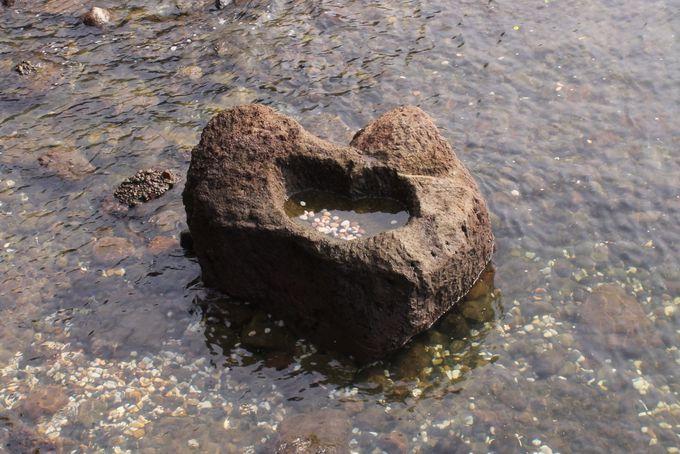 縁結びの神様「粟嶋社」の願い石・叶え岩