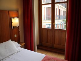 スペイン・マドリード「アテネオ プエルタ デル ソル ホテル」観光、買い物、グルメに至便!